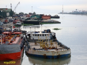 Barge used to haul liquid cargo to and from Pasig River.